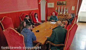 Viterbo - Comune - L'incontro di Arena e Mancini con i commercianti di via La Fontaine