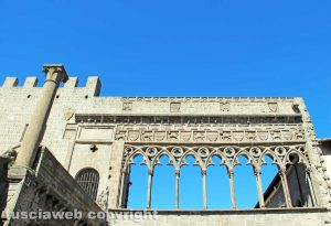 Viterbo - Il loggiato di palazzo dei papi