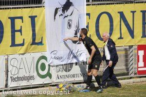 Sport - Calcio - Viterbese - I fiori per Luca Paolella