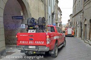 Montefiascone - Canna fumaria in fiamme - L'intervento dei vigili del fuoco