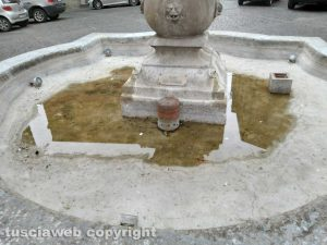 Montefiascone - La fontana in piazza Vittorio Emanuele1