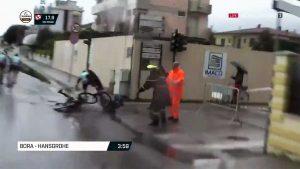 Pedone travolto da ciclisti - Le immagini di Eurosport