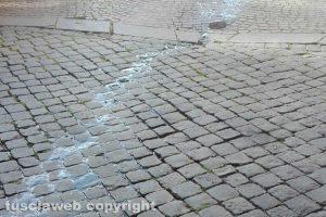 Viterbo - Fuoriuscita di liquami in via Calabresi