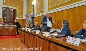 Montefiascone - Il consiglio comunale - Bagarre tra Sandro Leonardi e Augusto Bracoloni