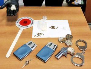 Santa Marinella - Carabinieri - La droga e il resto del materiale sequestrato