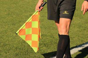 Sport - Calcio - La bandierina del guardalinee