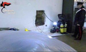 Milano - Il muro dove è stato trovato il corpo di Lamaj Astrit