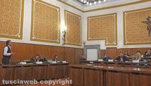 Montefiascone - Il consiglio comunale - Bagarre in aula tra Luciano Cimarello e Paolo Manzi