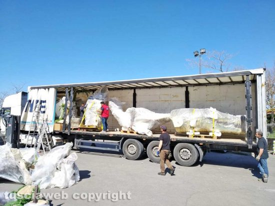Viterbo - L'arrivo della mostra sui dinosauri