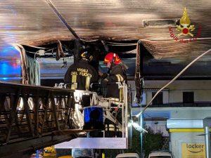Civitavecchia - L'intervento dei vigili del fuoco all'area di servizio