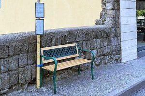 Viterbo - La panchina alla fermata dei bus di via Santa Maria in Gradi