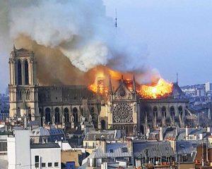 Parigi - Incendio a Notre Dame