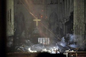 Parigi - Notre-Dame dopo l'incendio