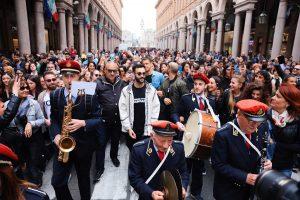 Torino - Marco Mengoni con la banda di Mirafiori