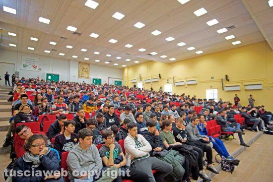 Viterbo - La nuova aula magna e gli studenti dell'Itt Leonardo Da Vinci