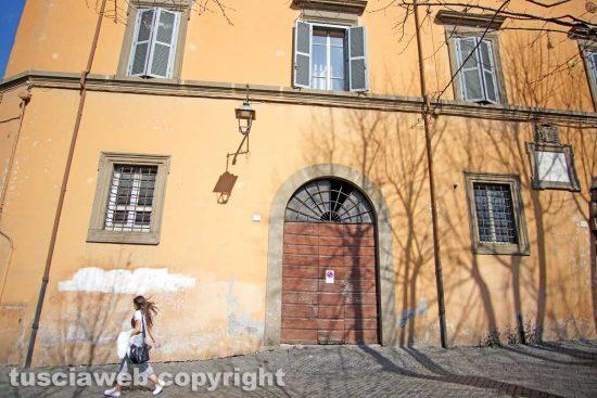 Viterbo - La facciata del palazzo del cardinal La Fontaine