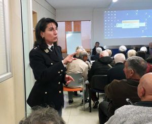 Daniela Napoli dialoga con i pensionati