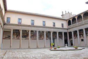 Viterbo - Il chiostro del convento della Trinità