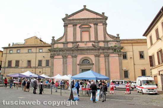 Viterbo - La colazione di Pasqua in piazza Fontana