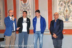 """Viterbo - Premio """"Viterbo che studia"""" - Gli studenti dell'istituto Da Vinci con il preside Luca Damiani"""