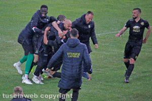 Sport - Calcio - Viterbese - L'esultanza dei gialloblù dopo il 2-2 al Catanzaro