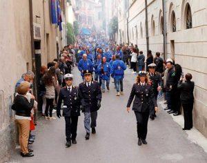La polizia locale durante la processione del Cristo risorto