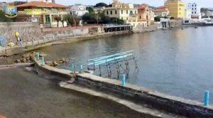 Santa Marinella - L'intervento dei finanzieri per i blocchi in mare contenenti tracce di amiantoSanta Marinella - L'intervento dei finanzieri per i blocchi in mare contenenti tracce di amianto