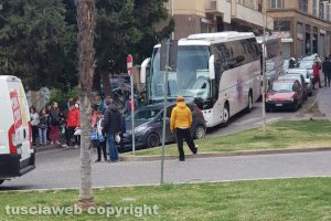 Viterbo - Bus bloccati a via Cairoli