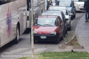 Viterbo - Bus bloccati a via Cairoli