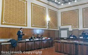 Montefiascone - Il consiglio comunale - La discussione sul rinvio della seduta