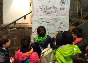 """""""ViterboScienza"""" - La firma degli studenti"""
