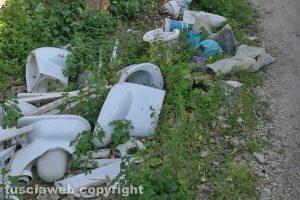 Viterbo - Pezzi di bagni su strada Riello