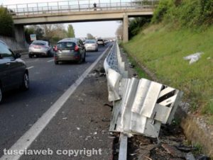Vitorchiano - Incidente sulla Superstrada, ferito ragazzo
