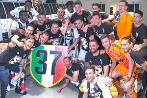 Sport - Calcio - Juventus - Bonucci e i bianconeri festeggiano lo scudetto
