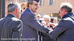 Viterbo - La contestazione contro il presidente Anpi Enrico Mezzetti