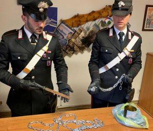Ladispoli - La catena usata dal padre per sequestrare il figlio