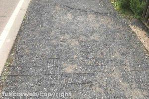 Viterbo - Il marciapiede in via Alessandro Volta