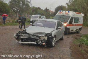 Viterbo - Scontro tra auto in strada Ponte del Diavolo, due feriti gravi.