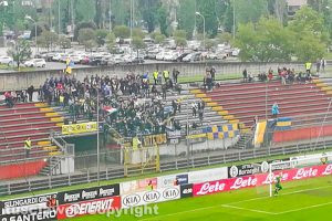 Sport - Calcio - Viterbese - I tifosi gialloblù a Monza