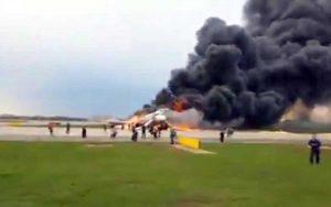 Mosca - Aereo in fiamme, 41 morti