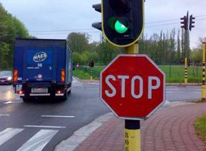 """Incrocio - Un segnale stradale di """"stop"""""""