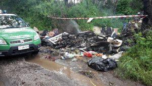 Viterbo - I rifiuti abbandonati e bruciati in strada Riello
