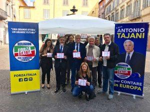 Viterbo - Forza Italia in piazza per Tajani