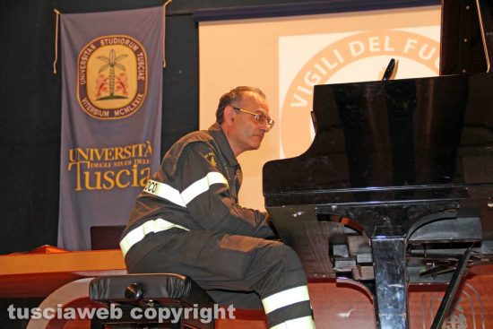 Emanuele Pianese al pianoforte