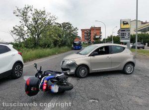 Viterbo - Scontro auto-scooter sulla Tangenziale ovest