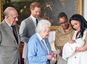 Londra - Il royal baby Archie con i genitori e i bisnonni