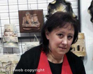 Viterbo - Una delle artigiane della città della ceramica