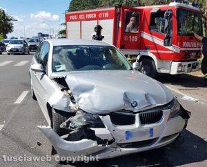 Viterbo - Incidente in via Garbini - L'intervento dei vigili del fuoco