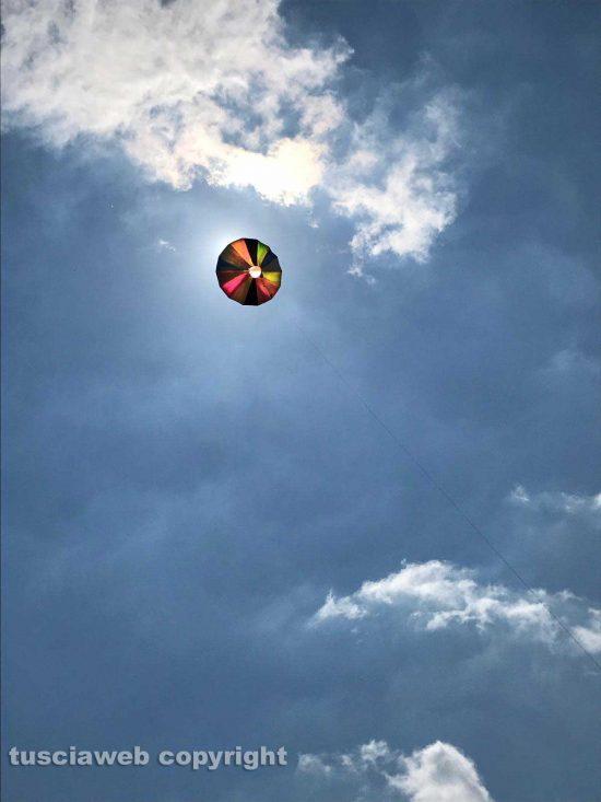 Il sole in una mongolfiera