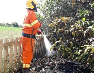 Tarquinia - Incendio vicino alla stazione - Un volontario Aeopc